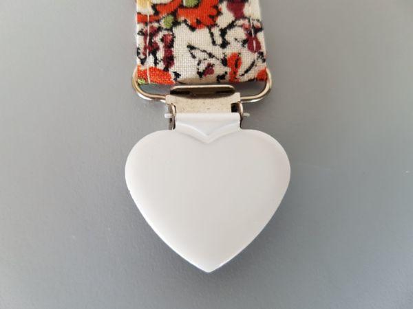Fruffel servethouder Annemarie detail van de sluiting in de vorm van een hartje