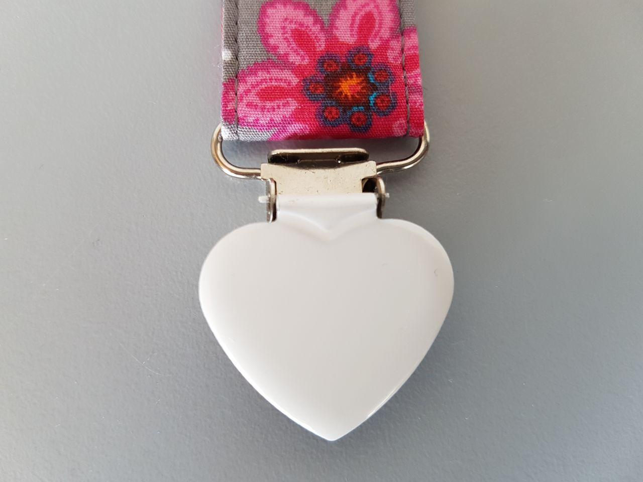 Fruffel servethouder Laura detailfoto van de sluiting in de vorm van een hartje
