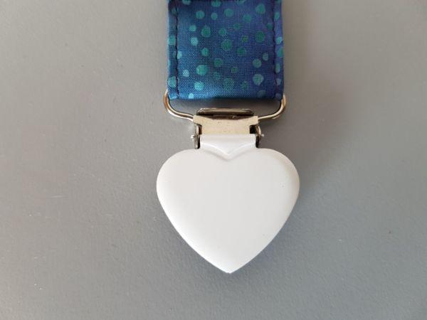 Fruffel servethouder Laura detail van de sluiting in de vorm van een hartje