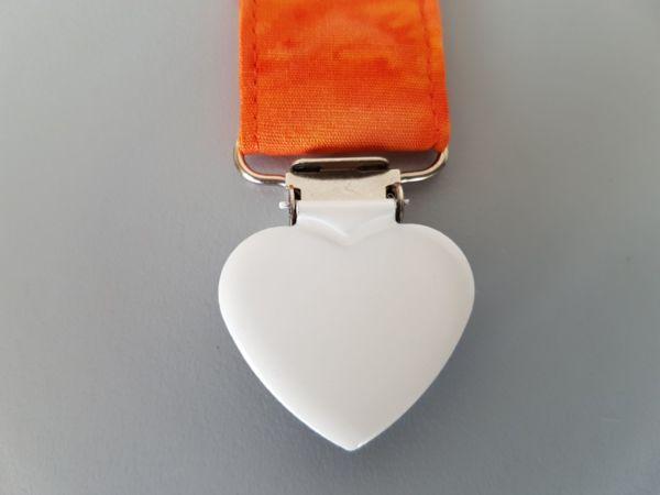 Fruffel servethouder Trudy detail van de sluiting in de vorm van een hartje