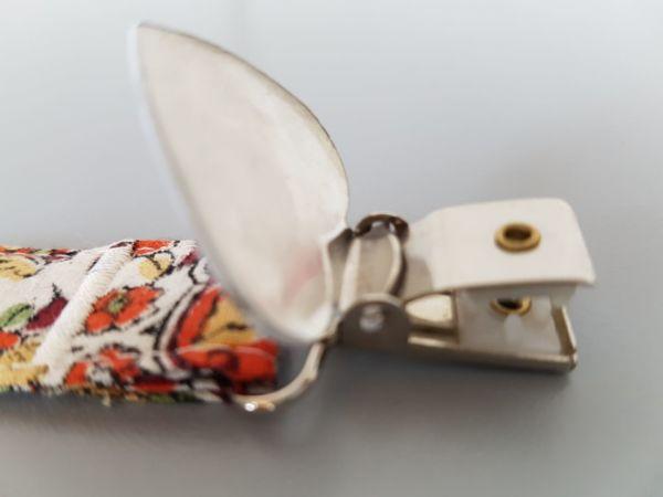 Fruffel servethouder Annemarie detail van de geopende sluiting